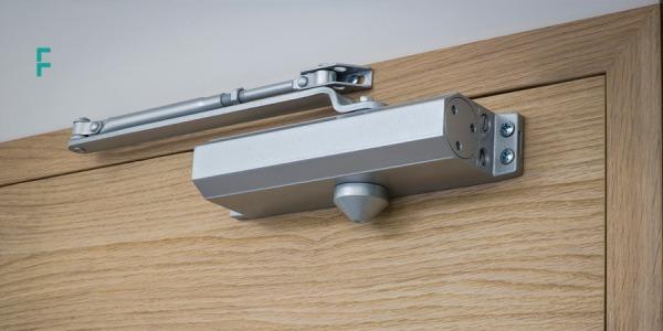 Cum alegi un amortizor de usa si cum il instalezi? Ghid complet